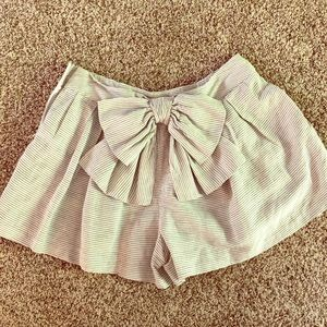 VGUC Anthro bow Shorts size 6